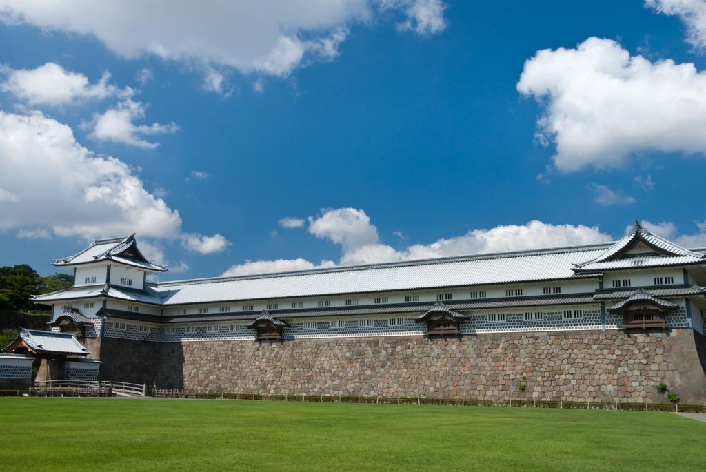 金沢城と芝生